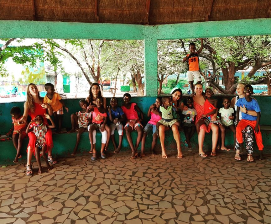 Voluntarias Africa lambú